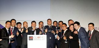 "Huawei team poses for a group photo for their ""Outstanding Contribution for LTE Evolution to 5G"" adward their won at Mobile World Congress 2017 in Barcelona on Thursday March 02nd, 2017. Image Credit: Huawei"