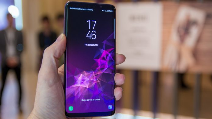 Samsung Galaxy S9 plus beats Google Pixel 2 to take the top spot in the DxOMark scores. (Photo Credit: Experts Review)