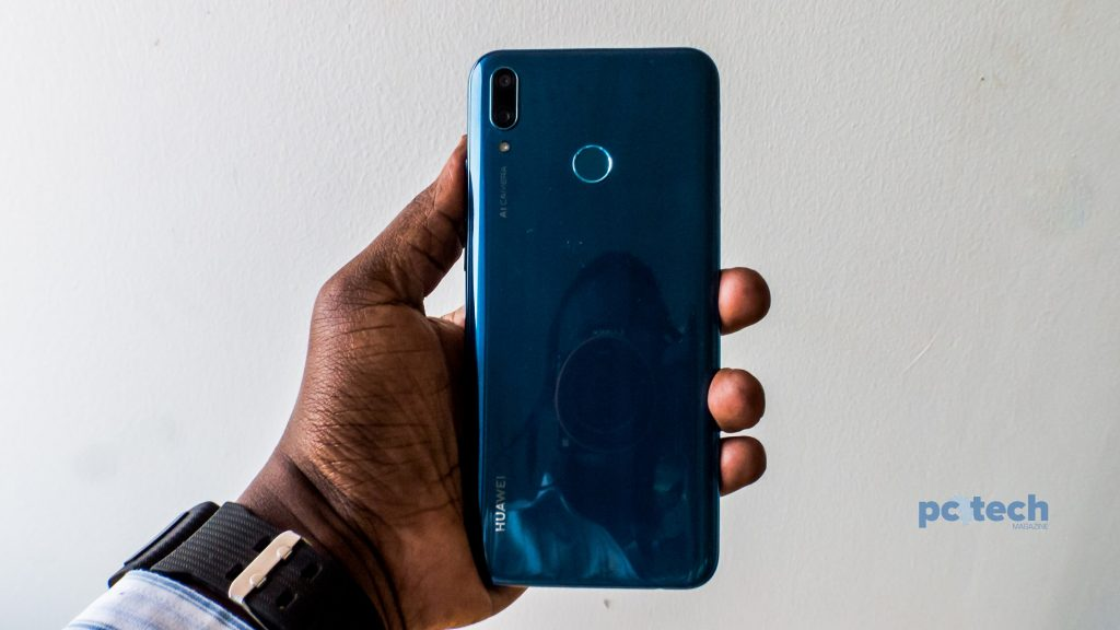 The Huawei Y9 (2019) Sapphire Blue color variant.