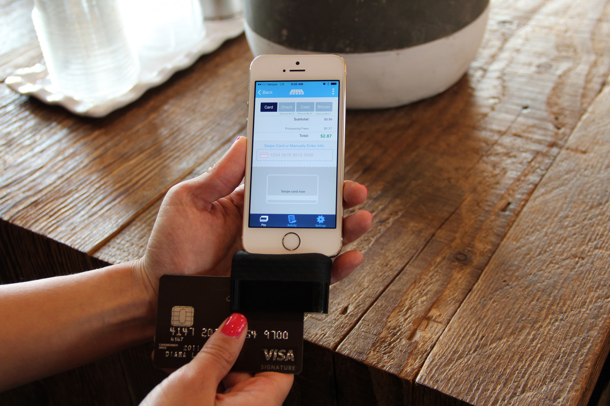 Photo of Payments processor PayStand adds mPOS & app to bring its online bitcoin/echeck/credit solution to retail