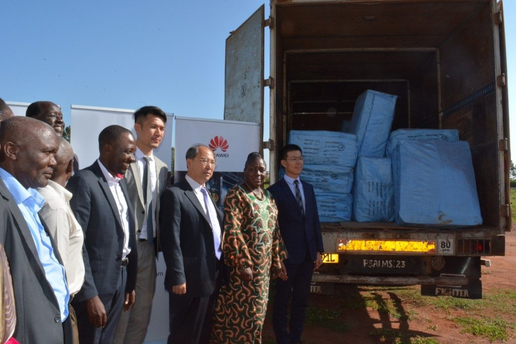 Huawei's 200 bicycle donation to Kamuli People being delivered. Witnessing this is: Bai Chengyu Executive Director, Huawei Enterprise & Government Business group, Hon. Rebecca Kadaga, the Speaker of Parliament, H.E. Zheng Zhuqiang, Chinese Ambassador, Patrick Tong Huawei's PR Director and the leaders of Kamuli.