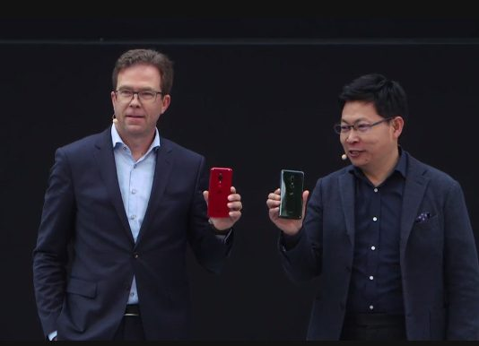 Dr. Jan Becker (L) CEO at Porsche Design and Richard Yu (R) CEO at Huawei Consumer Business Group pose with the new Huawei P20 and P20 Pro during their launch in Paris, France on Tuesday 27th March, 2018. (Photo Credit: PC Tech Magazine)
