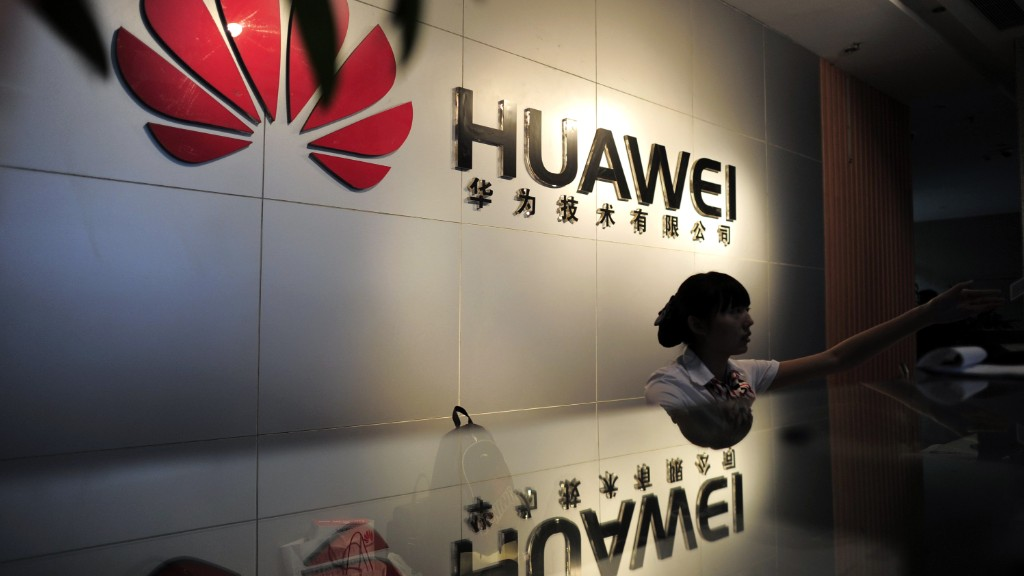 Photo of White House Mulls New Year Executive Order to Bar Huawei, ZTE Purchases