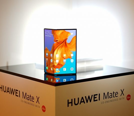 The Huawei Mate X will compete with the Samsung Galaxy Fold | Photo by : KNK/(twitter @knknavi).