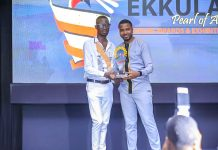 Safeboda wins the best remarkable digital transporter award at the 2019 Ekkula Awards held at the Sheraton Hotel, Kampala. The award was presented to them by the Founder, Reach A Hand; Humphrey Nabimanya | Courtesy Photo/KlaKing_1 on Twitter.