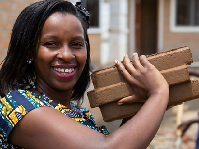 Photo of Uganda's Techpreneur, Anne Rweyora Receives UGX47.8M Grant Prize