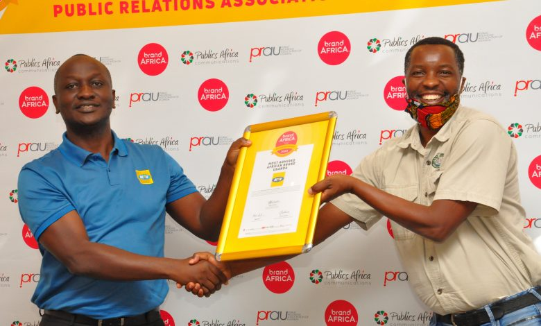 Mr. Joseph Bogera (left), MTN Uganda General Manager Sales and Distribution receiving MTN Uganda's award from Mr. Amos Wekesa.