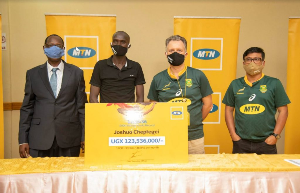 World record breaking athlete, Joshua Cheptegei (2nd from the left) rewarded with a cheque of UGX123,536,000 after setting a new world record for the 5,000 meters in Monaco —with a record time of 12:35.36. (COURTESY PHOTO/MTN Uganda)