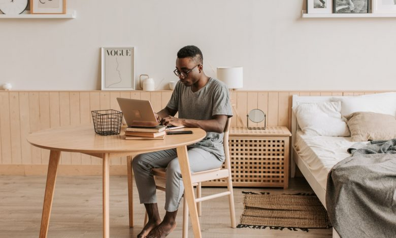 Employees working remotely find themselves working after-hours without being incentivized by their managers. (PHOTO: Vlada Karpovich/Pexels)